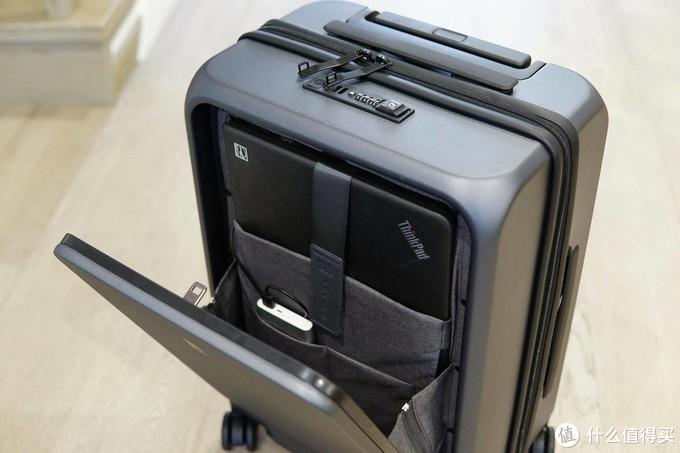 实用为先的高品质体验:前开盖,可充电的地平线8号登机箱