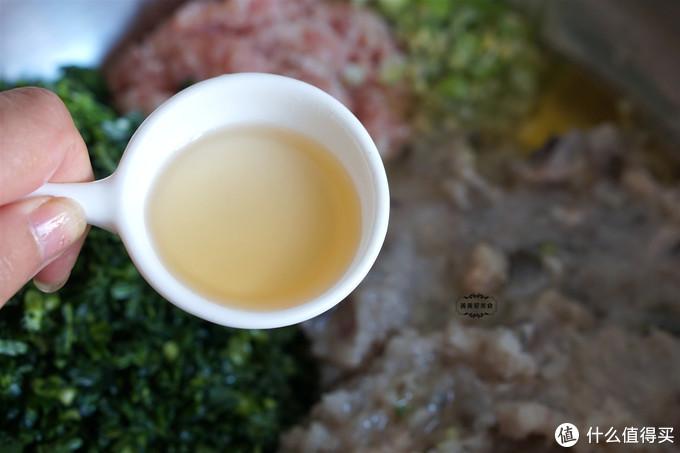 立冬吃饺子,我家最爱光鱼馅,皮薄大馅满嘴汤汁,太鲜美了