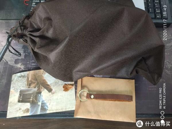 一个简单的袋子送了个小牛皮钥匙环