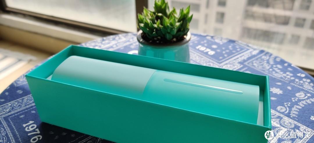 打开包装,官方颜色叫做浅岛绿,内部机器颜色与外部包装大概一致