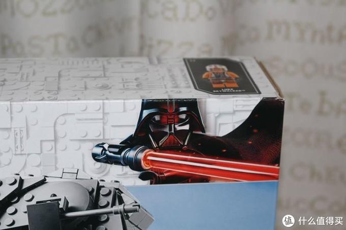 盒子的角落有很多怀旧的标签,维达爵爷的飒爽英姿