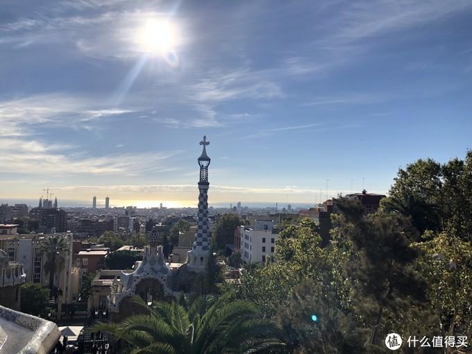 从公园一直往上走就是Tibidabo山,可以俯瞰巴塞罗那城区。
