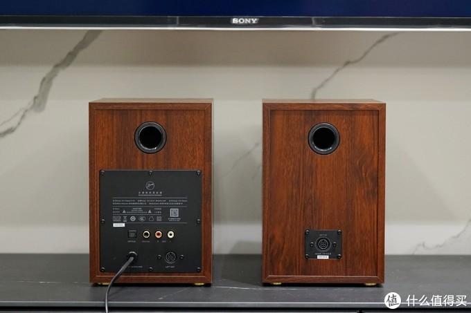 左:主音箱;右:副音箱
