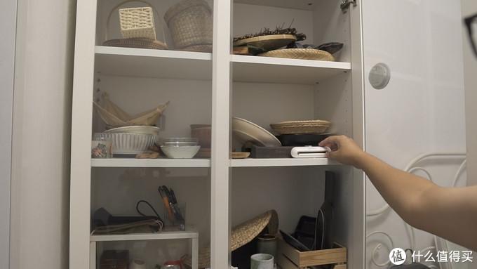 天气潮湿书柜里霉霉的味道放进去也能消除