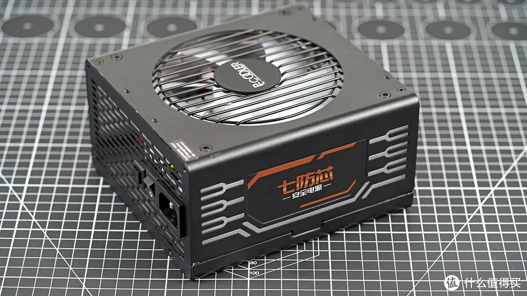 来自超频三的七防芯电源,80PLUS认证,并且自带ARGB效果。