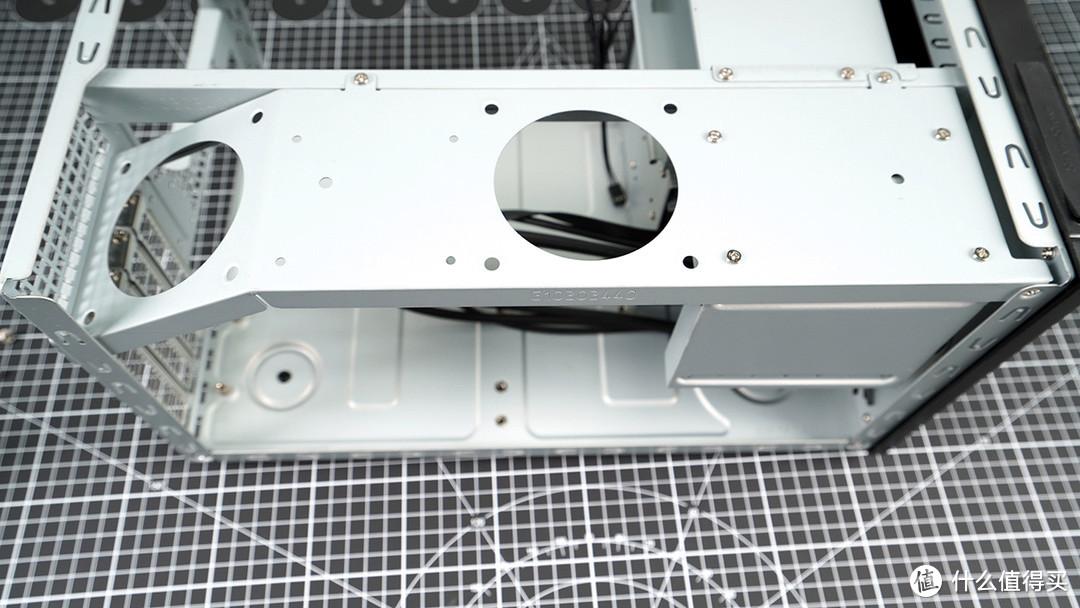 顶部支架,可以用来安装2个6CM小风扇散热
