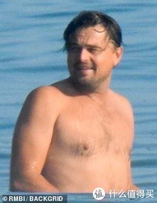莱昂纳多·迪卡普里奥46岁生日,依然是沙滩肥宅与朋友庆生,小鲜肉发福的速度超乎你想象
