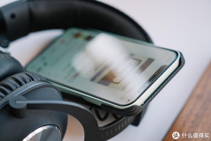 还原iPhone 12的裸机手感,轻至10g的PITAKA芳纶纤维保护壳上手