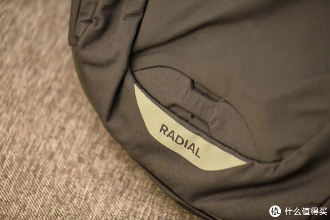 秉承了Osprey一贯把型号放在包的正面下方的传统。