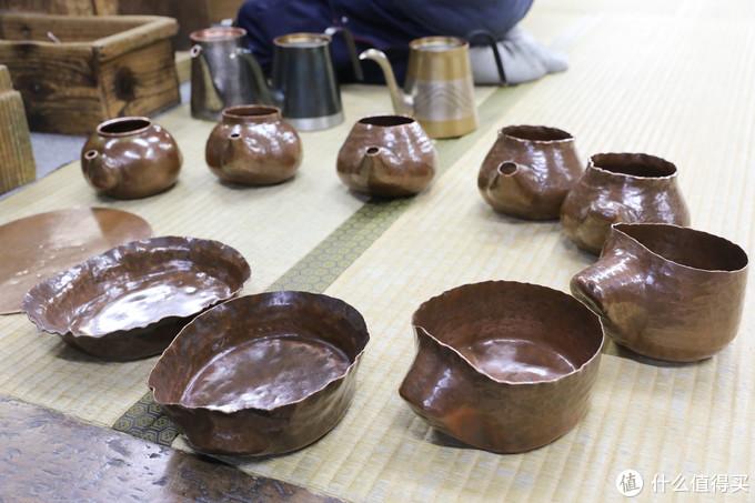 最耀眼的技术之一便是将一枚铜板通过无数次敲击制成的铜壶