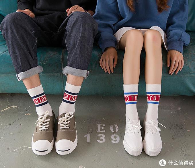 你以为我们只是穿了一双裹脚底板的袜子,实际袜子才是我们整身穿搭的灵魂