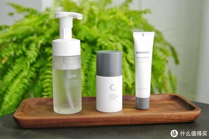 科技极简,男士护肤只需3步:清洁肌肤,控油保湿,焕亮肤色