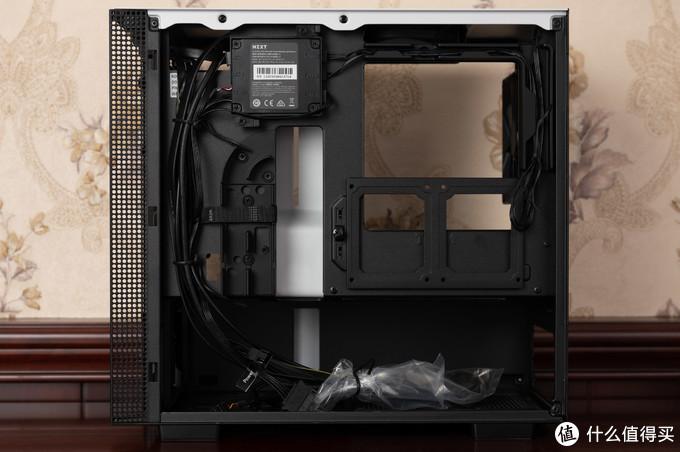 H210i最大的优点,背板走线+充裕的硬盘位