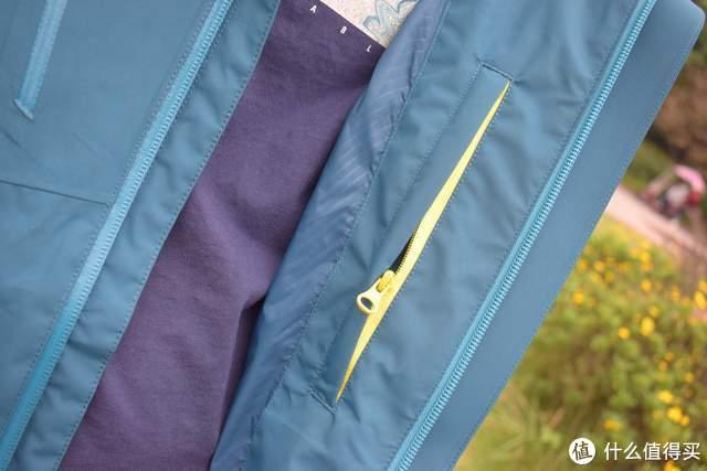 防水透气耐磨,自在而行户外必备,诺诗兰雨影冲锋衣上手