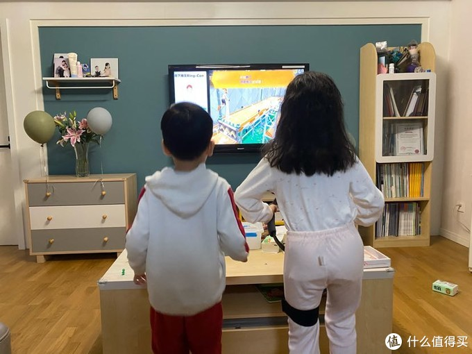 孩子们健身环中…