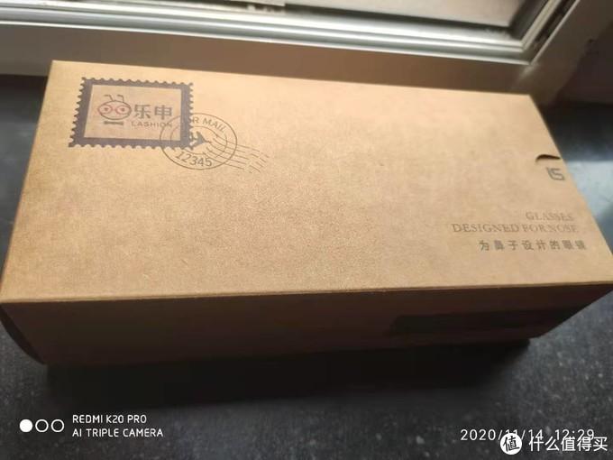包装盒挺有意思的做成了信封模样