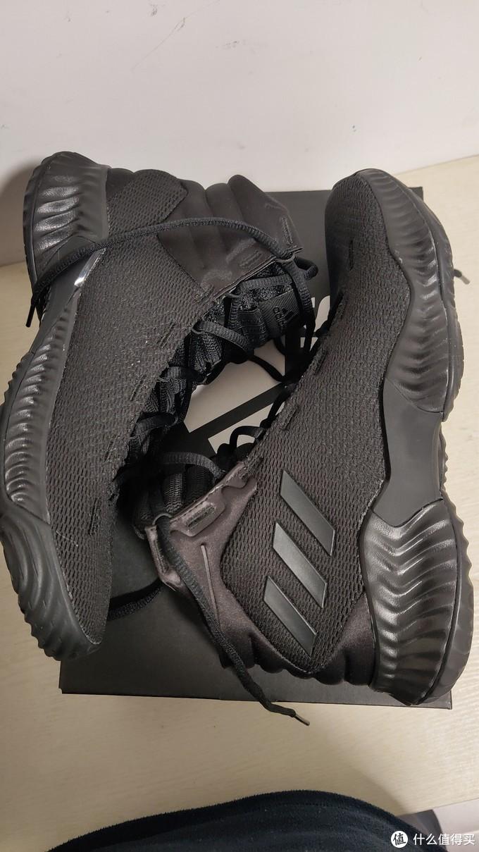 很标准的篮球鞋样式