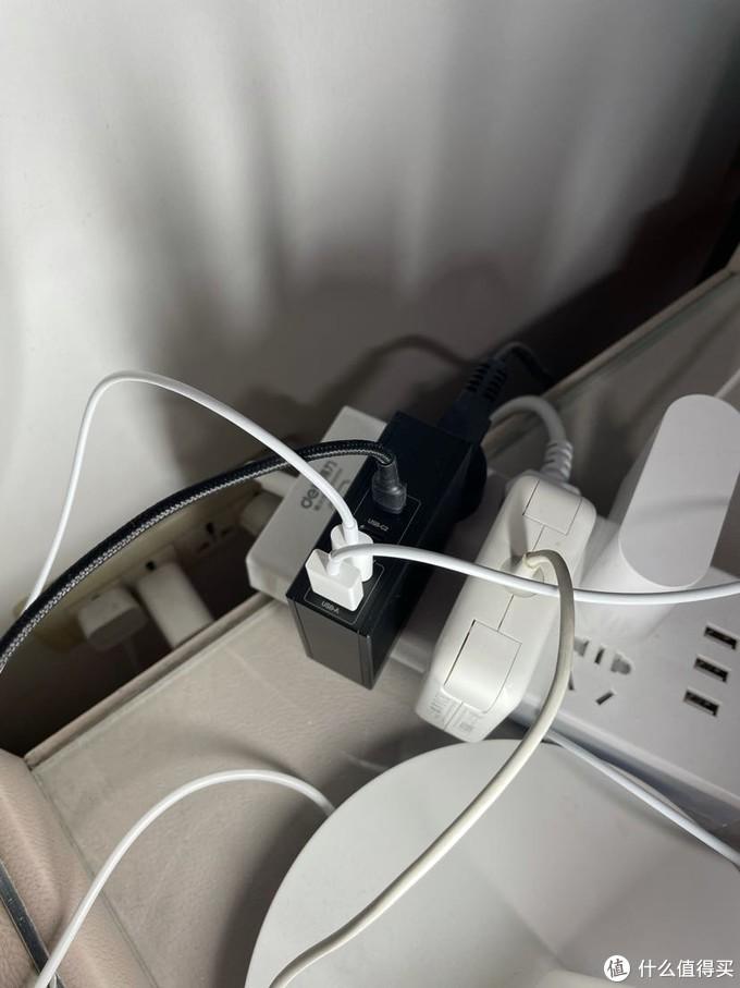 闪极氮化镓100w充电器开箱(视频版),总体来说瑕不掩瑜