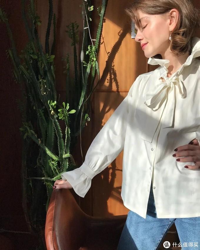 秋冬别急着买外套,今年流行的内搭有这3个特点,搭配大衣巨好看