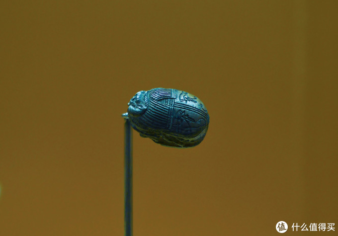 费盎司材质的古埃及第十七王朝蓝釉圣甲虫