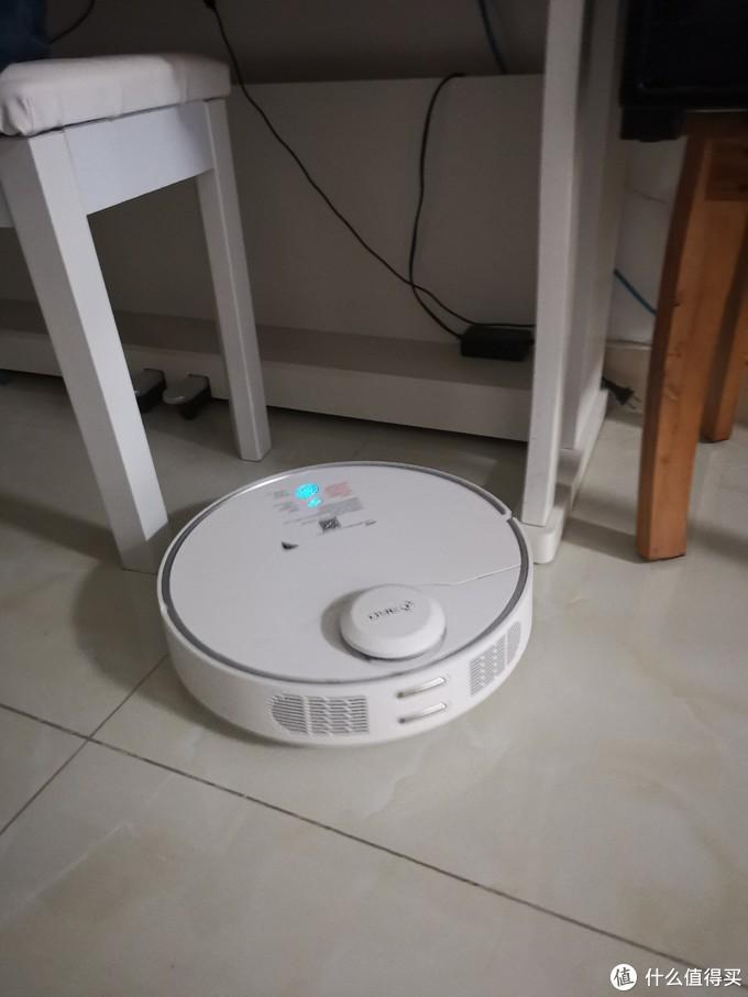 360扫地机器人,智能更静音,系统持续升级进化。