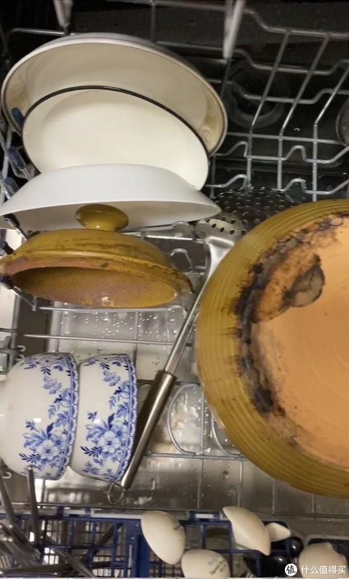 还有表面都是渣渣的猪油汤煲