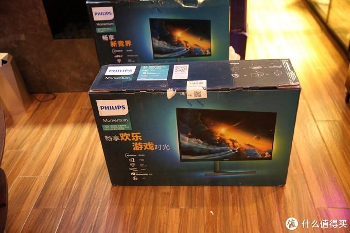 飞利浦新一代M1系列325M1RZ专业电竞显示器采用2K VA广视角面板、165Hz高刷新率、1ms(MPRT)快速响应以及飞利浦流光溢彩氛围灯