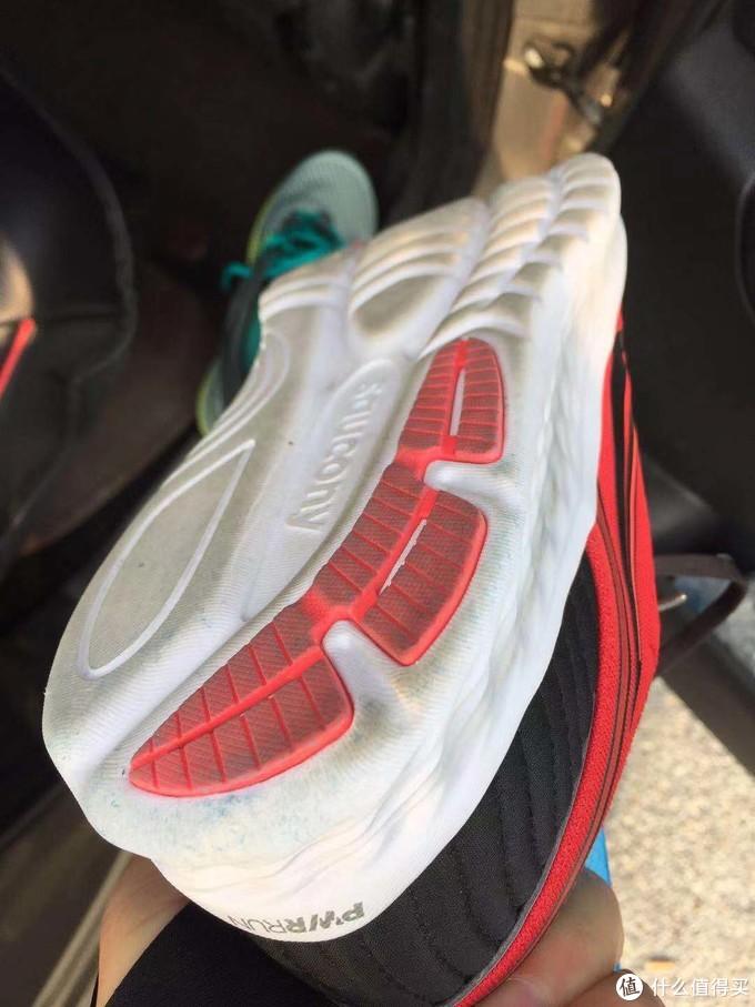 11km后 鞋底磨损情况