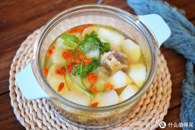 冬季常给家人喝滋补汤,自带鲜味营养高,热乎乎的一碗下肚,舒服