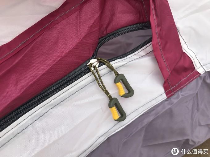 拉链也是camel定制,且内外两个拉链,也算是帐篷的标配了。