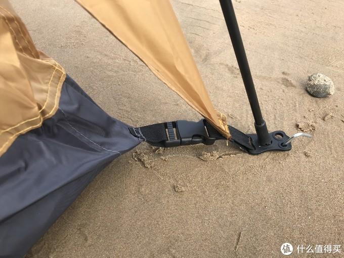 领路者帐篷,内帐没有单独锚点,用卡扣相连,两者各有所长。