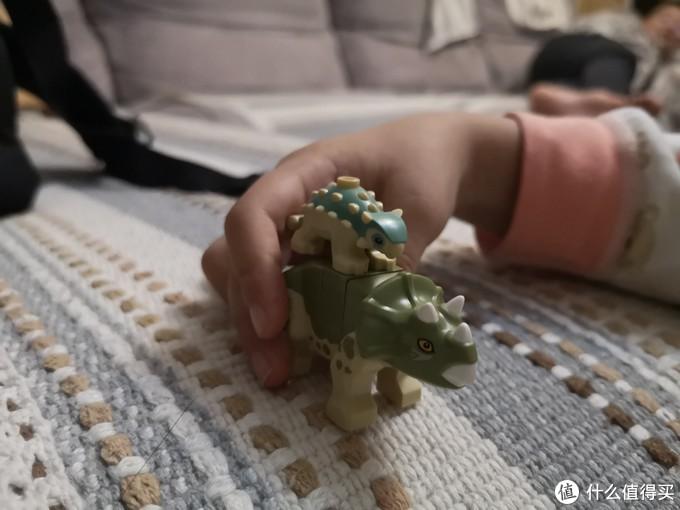 乐高75939侏罗纪世界小精彩—幼儿恐龙、实验室、研究员人仔