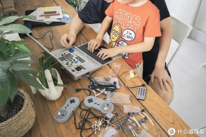 大头君有点困,亲子共同度过好时光,壳乐派编程学习机体验