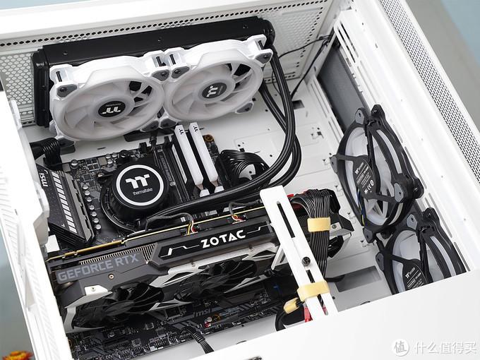 钱都花在光效上的感觉!送给老婆的RGB全家桶PC,再秀下桌面