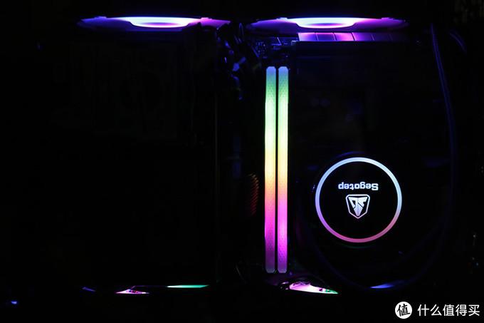 不换硬件,也能轻松体验带灯主机的效果——RGB内存马甲体验