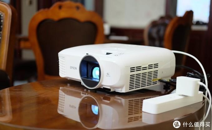 100寸屏幕玩LOL是什么体验?——ViewSonic优派PX701-4K投影体验测评