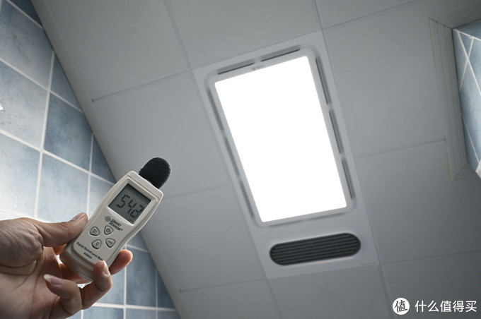 让冬季的浴室不再寒冷,公牛热风型多功能浴霸使用测试