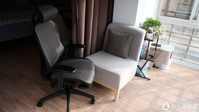 各种姿势!我终于也可以半躺着追剧、晒太阳,UE TOTO工学椅体验