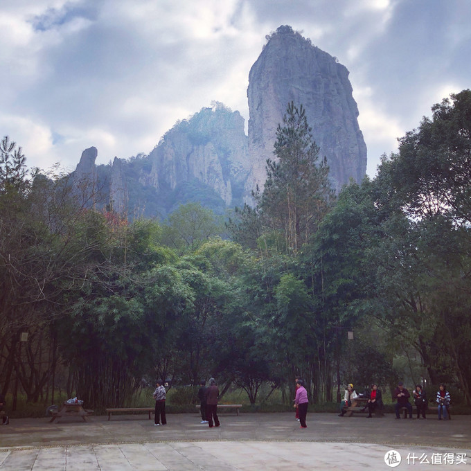 鼎湖峰下广场舞