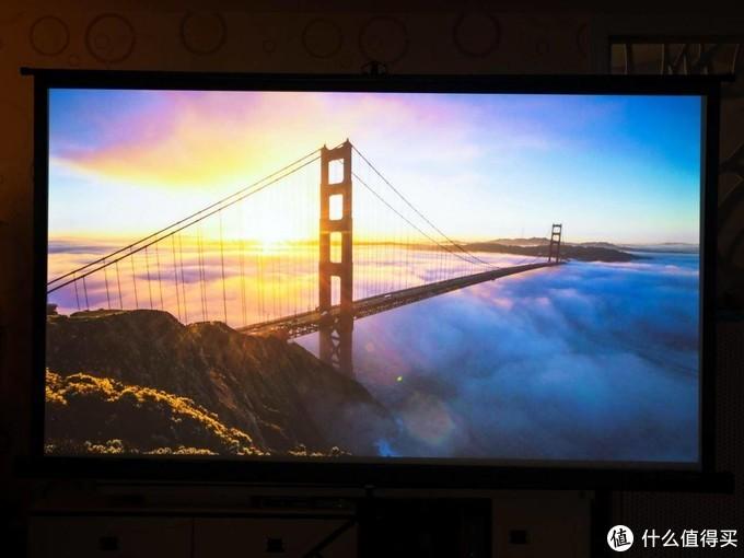 100英寸大屏幕的游戏效果和观影感受,坚果J10投影仪带你来体验