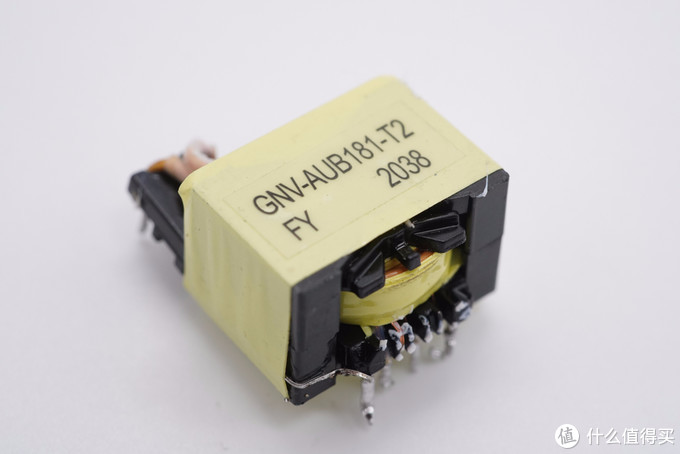 拆解报告:BULL公牛20W USB PD快充充电器GNV-AUB201