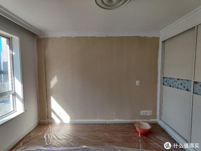 想要一面拥有各种图形的彩色墙面?最节省的方案当然是自己涂啊!(附刷墙必备工具清单)