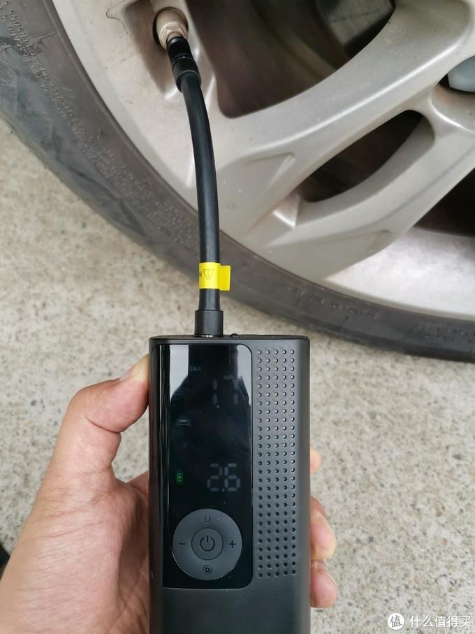 摆脱线缆的束缚,让汽车充气也能实现小巧便携化!
