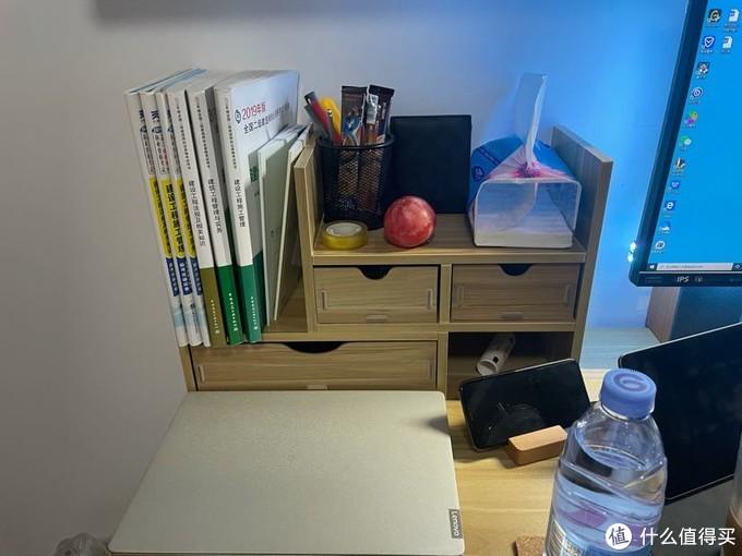 二建的书和一些杂七杂八的东西,整理一下桌面比较整洁
