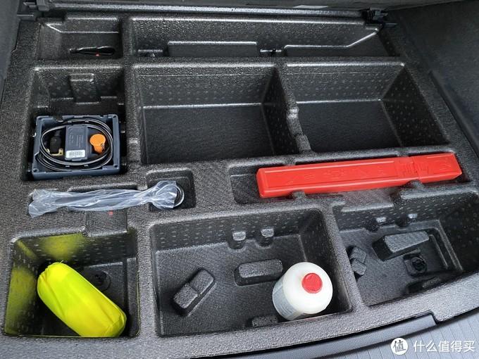 后备箱底部工具箱
