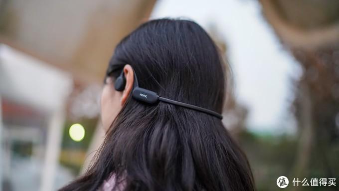 通过颅骨传声的NAKA Runer Pro蓝牙耳机