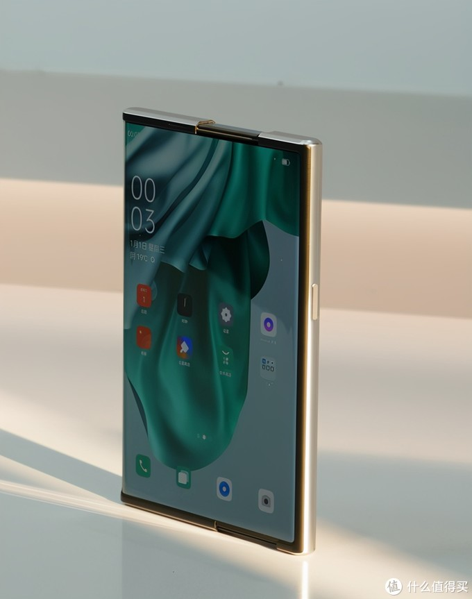 "OPPO推出卷轴屏概念机,Phone12""屏实力,不焦绿""!"