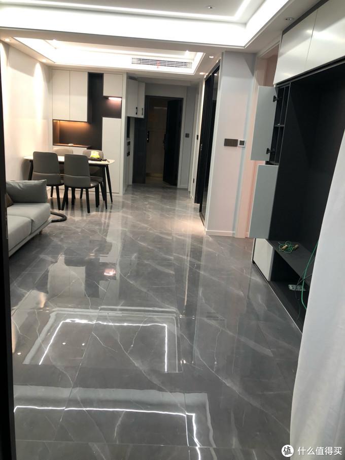 晒晒花了一年装修的新房,家具已入场就剩软装,灰色瓷砖选对了