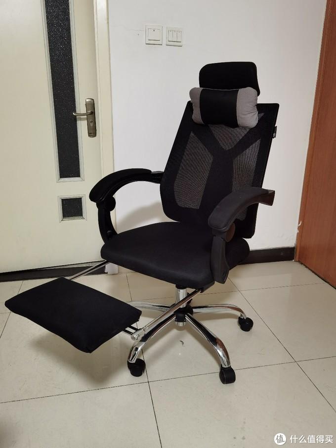 黑白调的椅子