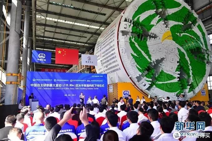 中国自主研制最大直径泥水平衡盾构机下线仪式在河南郑州